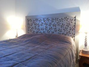 Tête de lit bois ajouré