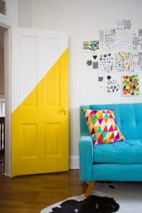 porte semi peinte couleur vive jaune