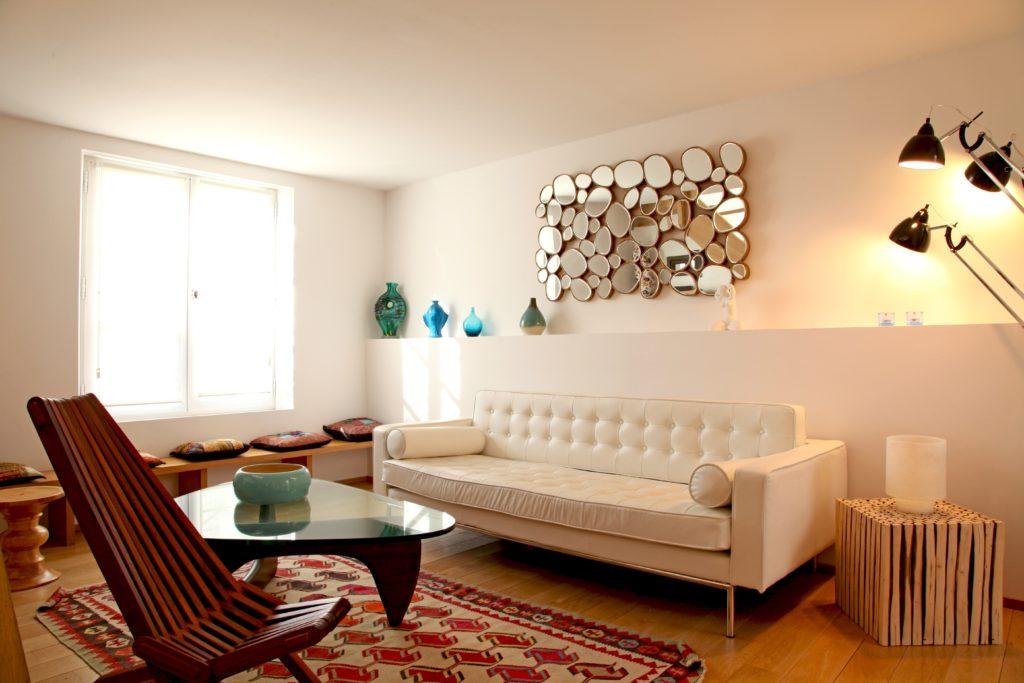 salon avec une décoration orientale moderne