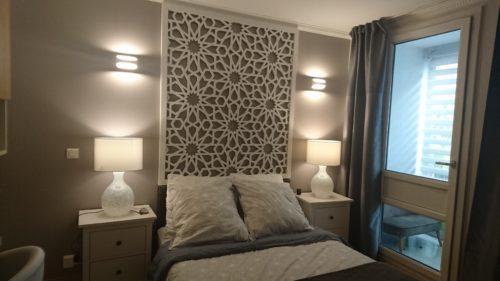 panneau-arabesque-tête-de-lit-bois-ajouré
