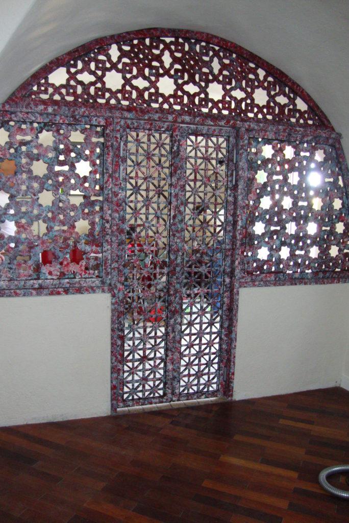 Porte moucharabieh avec motifs style marocain : déco au goût du jour !