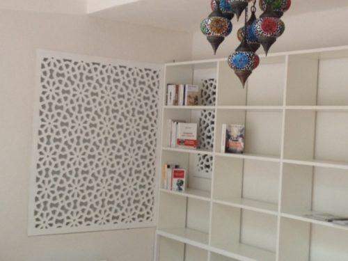 bibliotheque-bois-peint-claustra