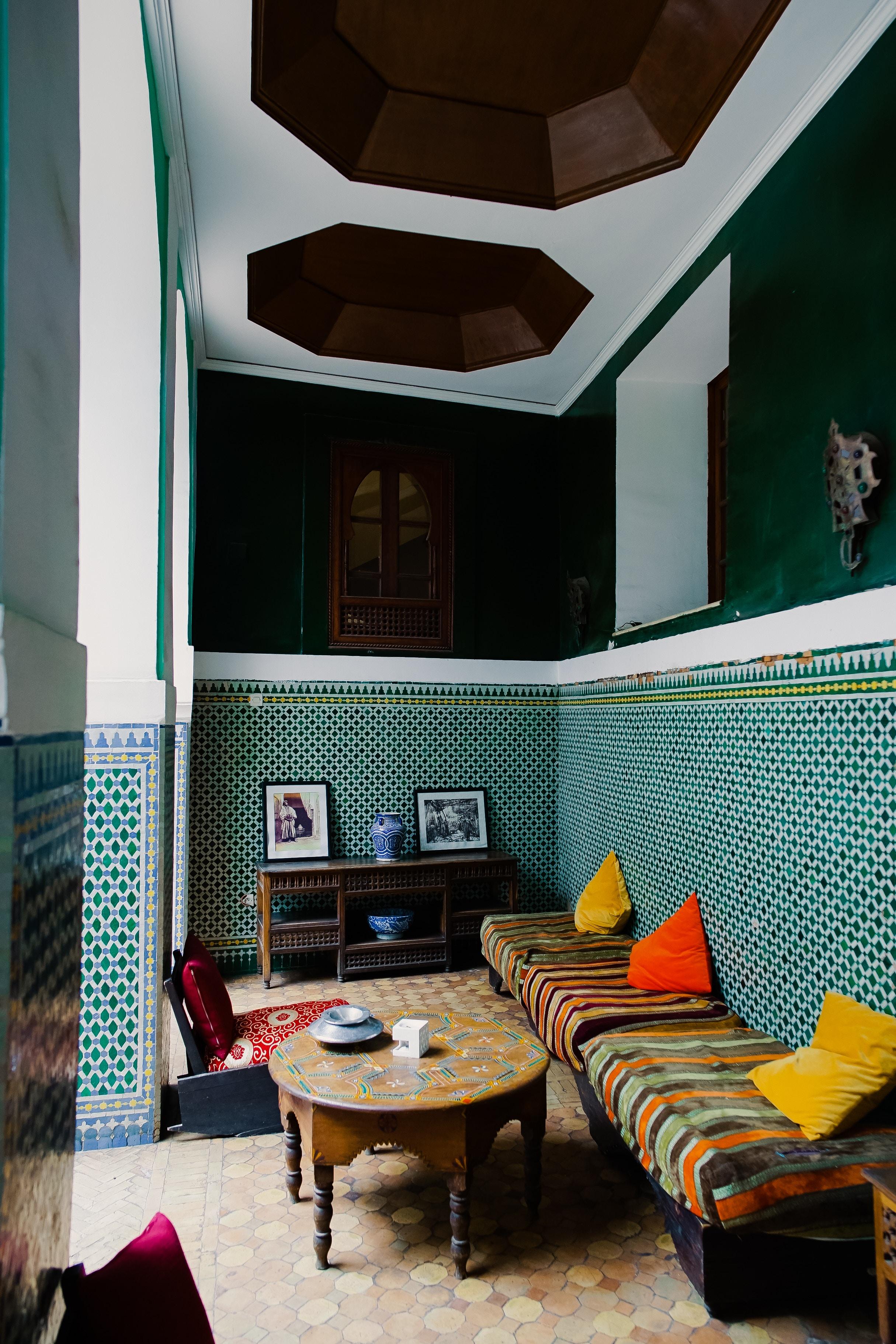 table-ancienne-motif-oriental
