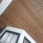 plafond bois ajouré avec lames de chêne massif