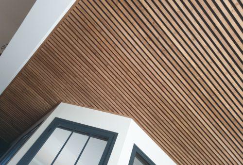 Claustra plafond lattes en bois