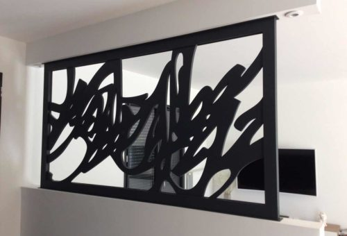 claustra-noir-motif-calligraphique