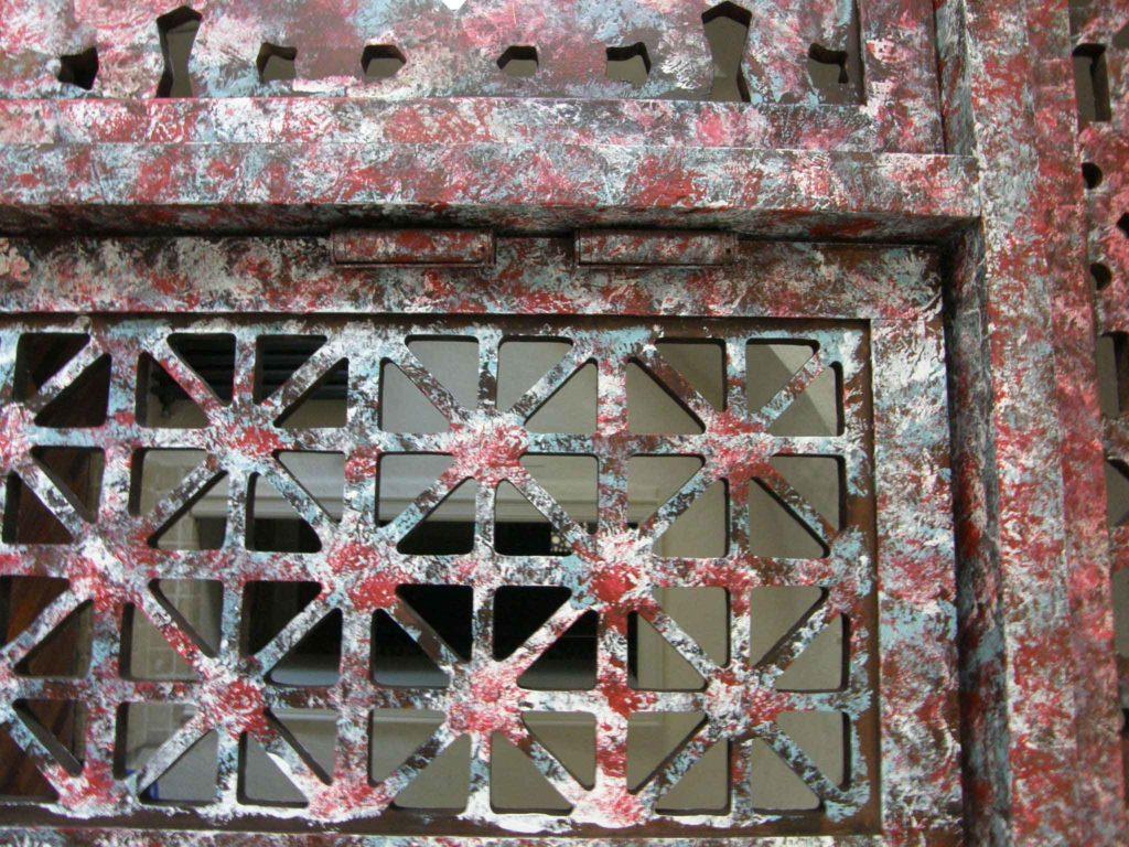 claustra bois rouge bleu