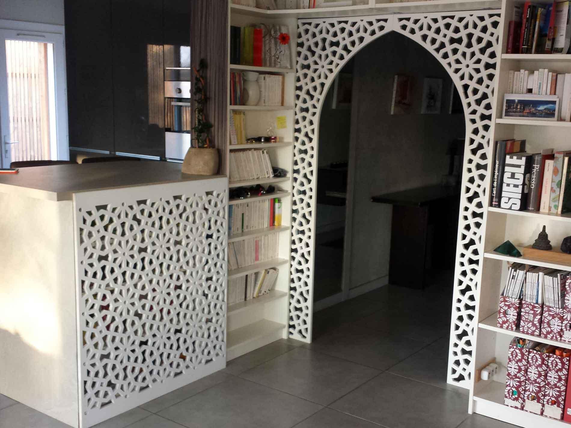 Claustra Intérieur En Bois décor de porte en bois sur-mesure par allure et bois !