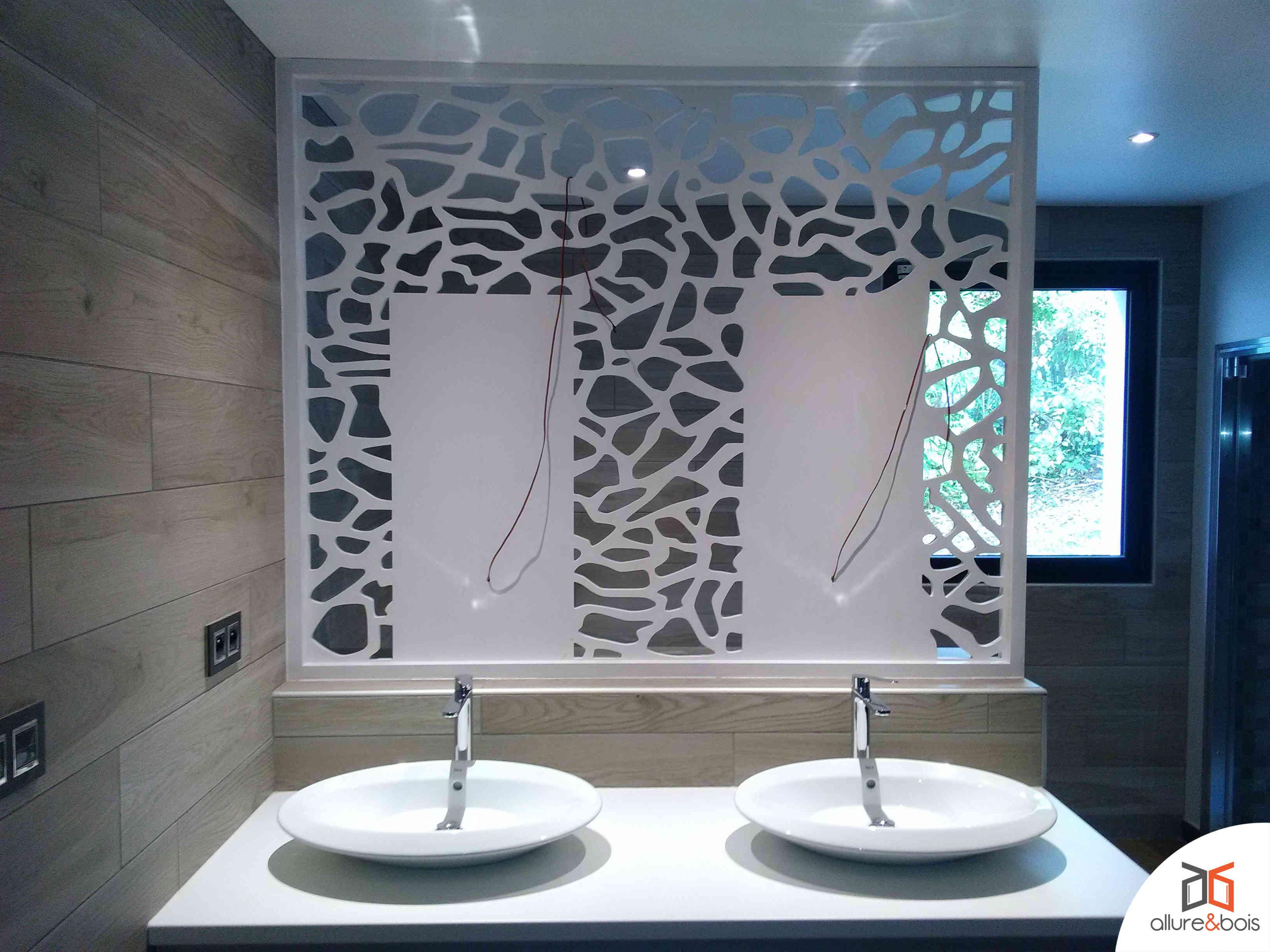 cloison-bois-pour-douche-lavabos
