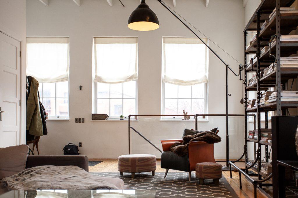 Comment d corer un salon dans un style loft - Decorer un salon ...