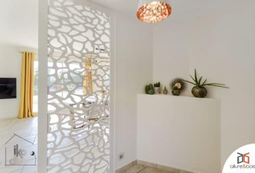 grand-claustra-motif-naturel-cuisine-salon