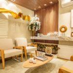 cloison-bois-salle-d-attente-fauteuils-design