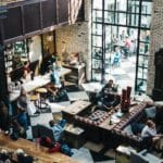 restaurant-convivial-canapé-bar-comptoir-bois
