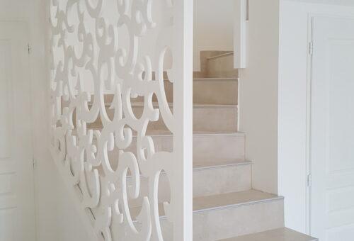 Un garde corps d'escaliers sur-mesure réalisé par un professionnel du bois