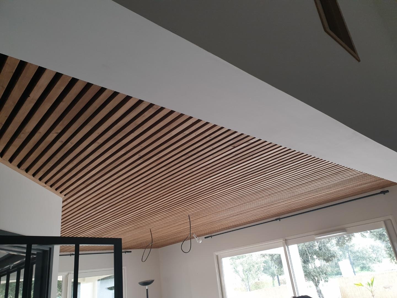 plafond-lames-bois-design-tendance-2020