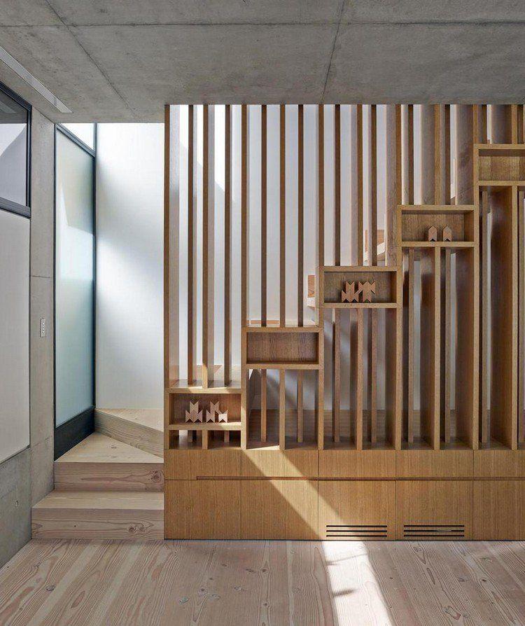 claire-voie bois pour garde-corps d'escaliers avec intégration de casiers