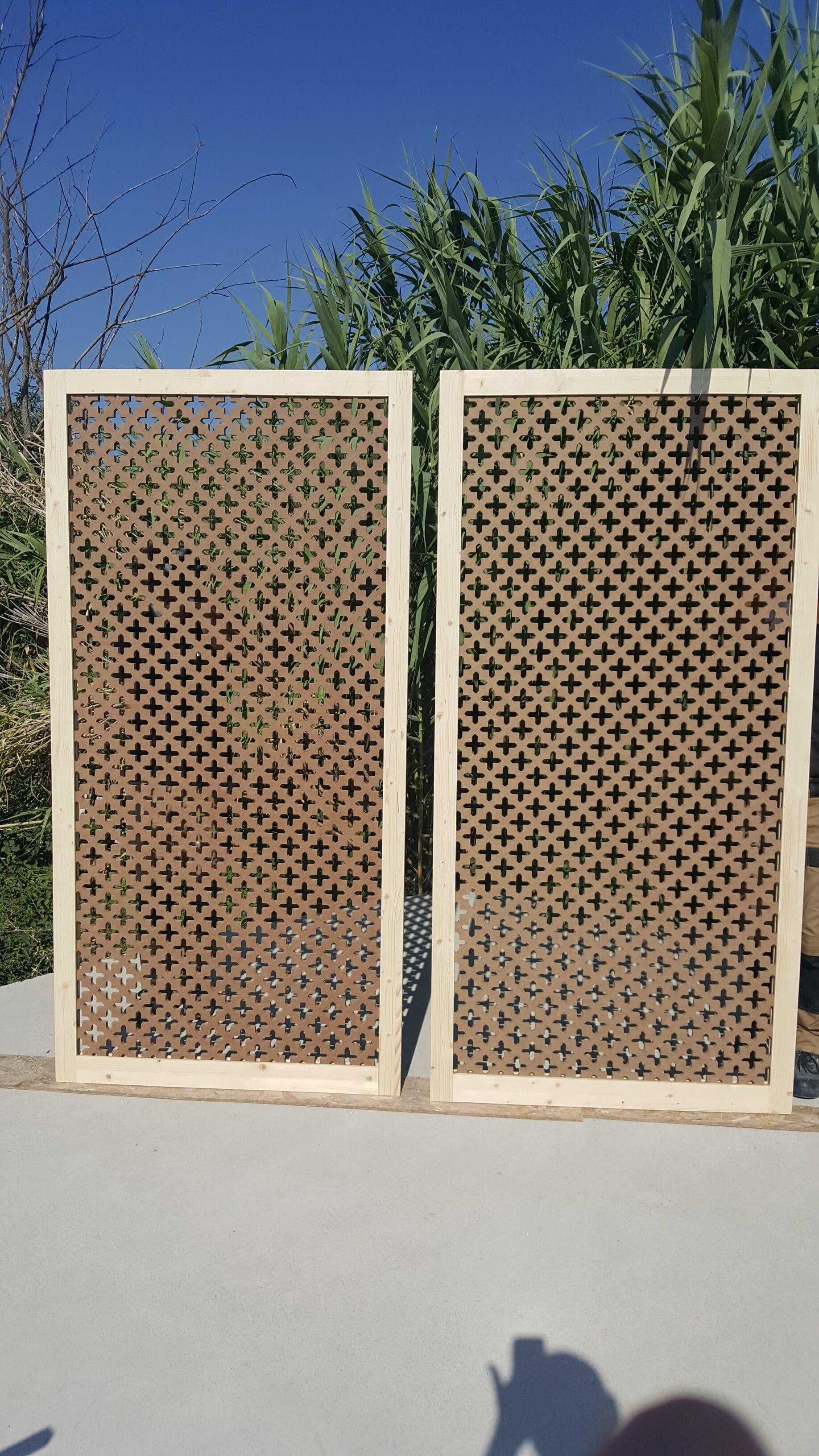 claustra mobile en bois pour terrasse ensoleillée