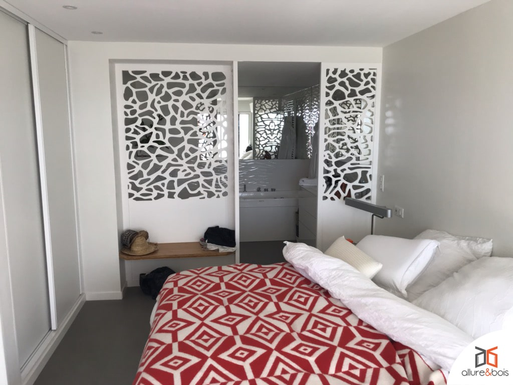 Chambre avec claustra double por salle de bain d'appoint