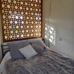Tête de lit au motif traditionnel pour votre chambre