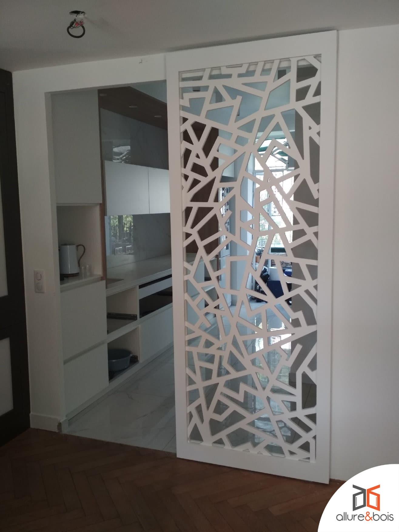 Porte coulissante design en bois pour cuisine