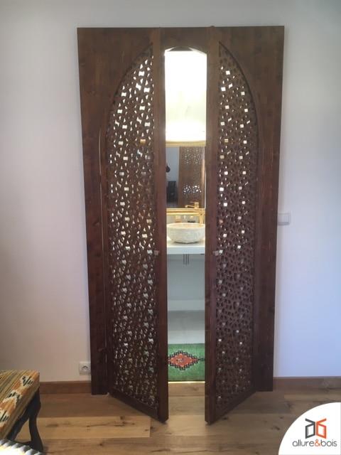 Portes originales avec motif type arabesque traditionnelle