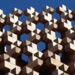 cloison en bois ajourée au design moderne et effet 3D