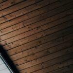 plafond en bois design : une touche de caractère
